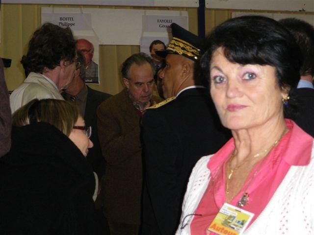07-dans-le-champ-du-ministre-de-la-culture-foire-du-livre-de-brive-la-gaillarde-08-novembre-2009-046